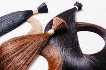 artificial hair extensions స్త్రీ పురుషులు శిరోజాలలో సవరం (wig) పెట్టుకొనుట